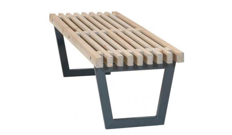 Anthrazit und Treibholz verleihen der Bank-Tisch-Kombi einen modernen Look