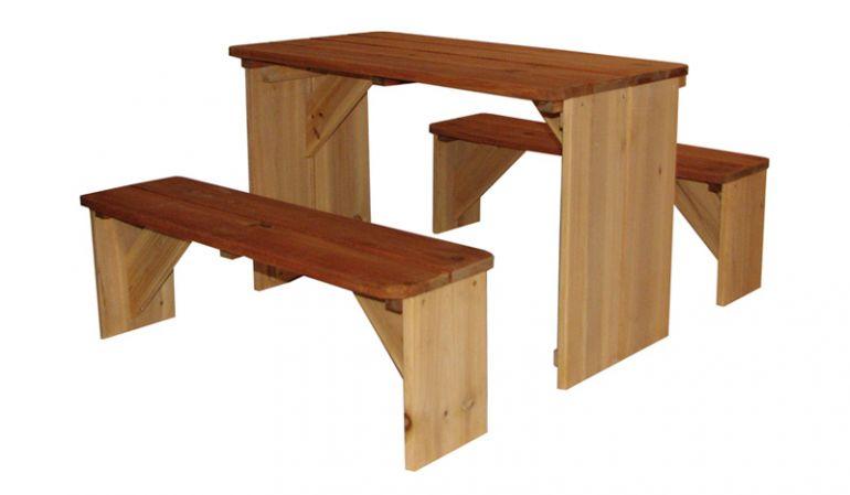"""Mit der Sitzgarnitur Kinder """"Karo"""" können Sie sowohl draußen als auch in Ihrem Spielhaus ein schönes Picknick veranstalten. Maße: 71 x 81 x 46cm; 100% FSC Holz"""