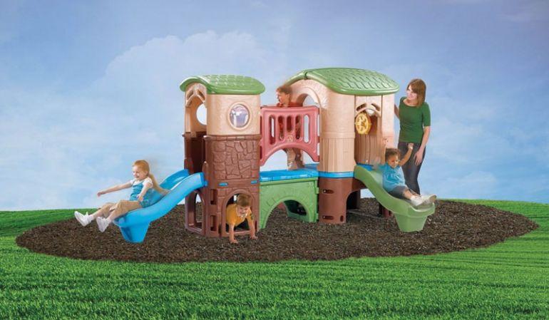 Spielanlage aus Kunststoff mit echter Brücke zwischen zwei Türmen, 348 x 232 x 178 cm, Abenteuerinsel mit Geheimeingängen, zwei Rutschbahnen und einem Steuerrad